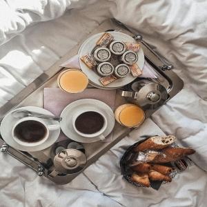 Bonne fête à toutes les super-mamans ✨ Qui a eu droit à son petit déjeuner au lit ce matin ? 🥐☕️ Qui sont les chanceuses ? 😜 _____________________________________ #Artcade #Boisdecade #Artisanat #Artisanatfrancais #Creationfrancaise #Ecoresponsable #Ecofriendly #Original #Authentique #Naturel #Brut #Passion #Fragrance #Madeinfrance #Nimes #Provence #Since1992