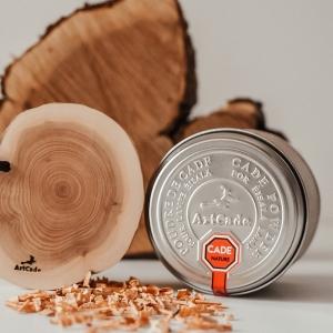 100% naturelle, la poudre de cade sauvage pour assainir et purifier tout en parfumant votre intérieur. Laissez vous transporter en Provence avec cette douce odeur de cade des garrigues. ✨ _________________________________________________ #Artcade #Boisdecade #Artisanat #Artisanatfrancais #Creationfrancaise #Ecoresponsable #Ecofriendly #Original #Authentique #Naturel #Brut #Passion #Fragrance #Madeinfrance #Nimes #Provence #Since1992