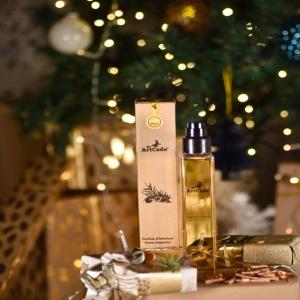 [VANILLE AMBRÉE 🔥] Retrouvez la chaleur de la vanille ambrée fève Tonka dans votre intérieur et laissez votre imagination voyager à travers ses arômes. Un vrai moment d'évasion qui stimulera vos sens, les portant jusqu'aux portes des pays chauds et des forêts tropicales où l'on retrouve les effluves chaudes et sucrées de la Fève Tonka, de l'Ambre sacré et de la Vanille sucrée. ✨ _______________________________________ #Artcade #Boisdecade #Artisanat #Artisanatfrancais #Creationfrancaise #Ecoresponsable #Ecofriendly #Original #Authentique #Naturel #Brut #Passion #Fragrance #Madeinfrance #Nimes #Provence #since1992